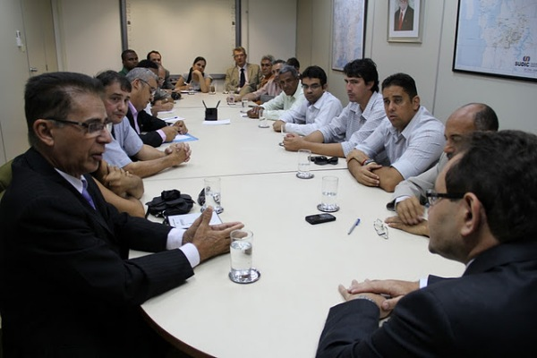 Representantes da Secretaria da Indústria, Comércio e Mineração da Bahia e do Pólo Industrial de Cabrália.