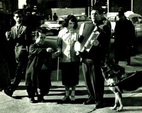 Andre Kertesz - Sixth Avenue - 1959_176k