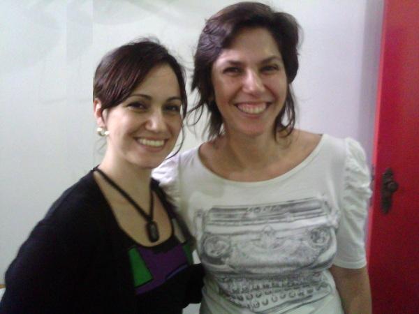 Laura Bertelli (produtora e articuladora local do curso)  e Karina Rabinovitz (professora do 4º módulo - A PALAVRA É RISCO).